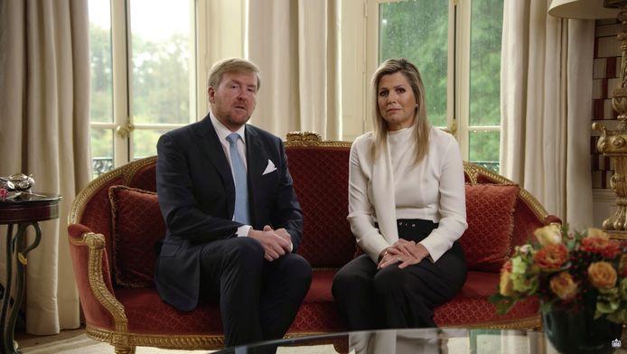 Koning Willem Alexander en Koningin Maxima boden hun excuses aan voor hun vakantiereis naar Griekenland terwijl premier Rutte de bevolking juist had opgeroepen zoveel mogelijk thuis te blijven.