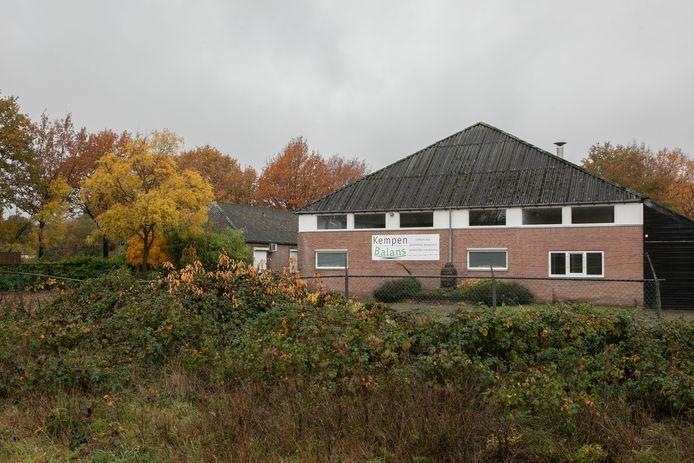 Het pand aan de Dalemsedijk dat verbouwd wordt tot nieuw logiesgebouw voor arbeidsmigranten.