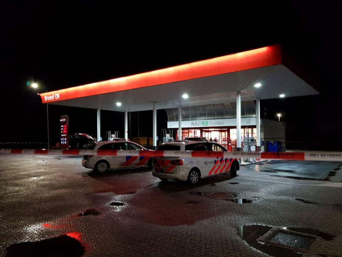 Het tankstation is afgezet door de politie.