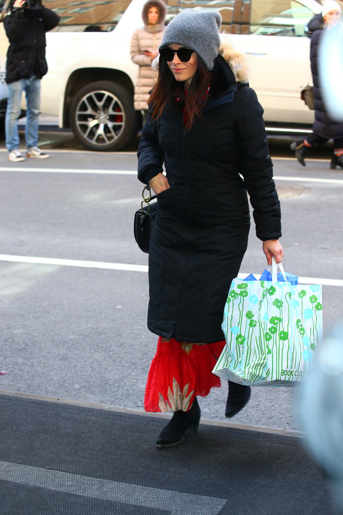 Abigail Spencer speelt Dana Scott in Suits.