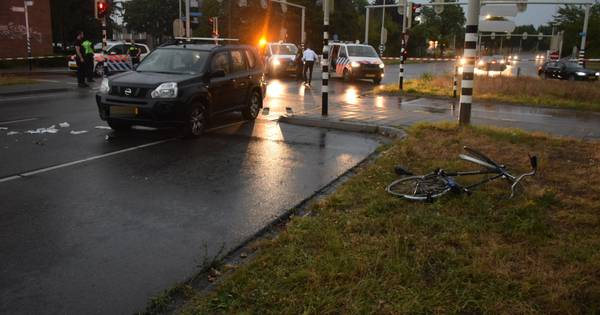 Ernstig ongeluk: auto rijdt fietser aan in Nijmegen.