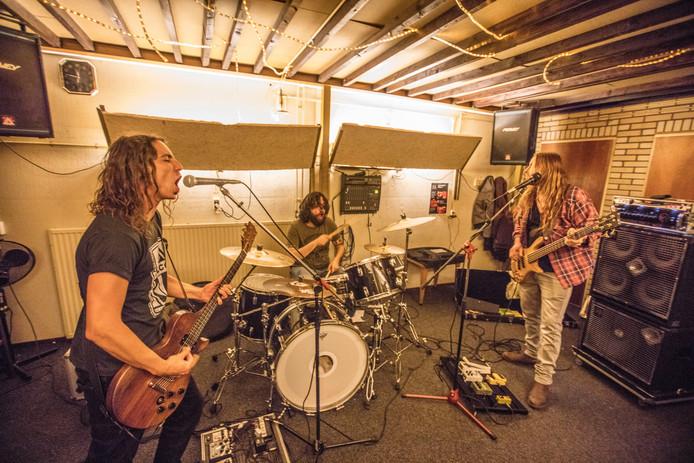 Een eerdere repetitie van Eindhovense rockband An Evening With Knives