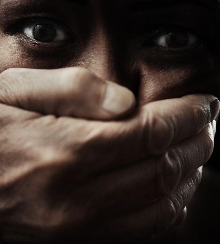 Verborgen vrouwen leven in een chronische situatie van angst, repressie, schaamte en financiële afhankelijkheid. Beeld Getty Images