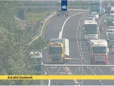 Ongeluk met twee vrachtwagens zorgt voor vertraging op A16 en A17