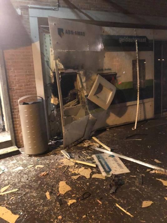 Enorme schade aan pinautomaat na plofkraak