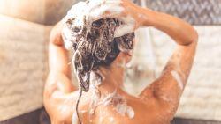 Van vette lokken tot dun haar: zo vaak moet je je haar écht wassen