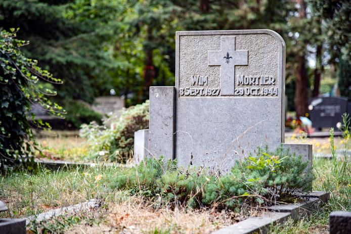 Het graf van Wim Mortier. Hij was pas 17 jaar oud toen hij in de oorlog  omkwam door een granaatinslag.