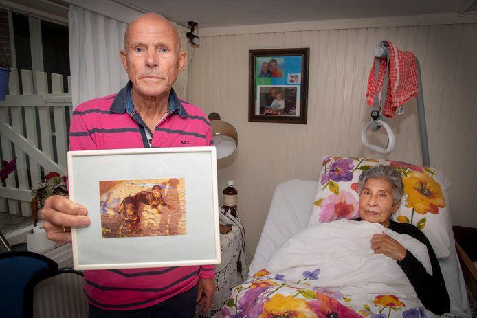 Herman en Joyce Boerman met een foto van Unique.
