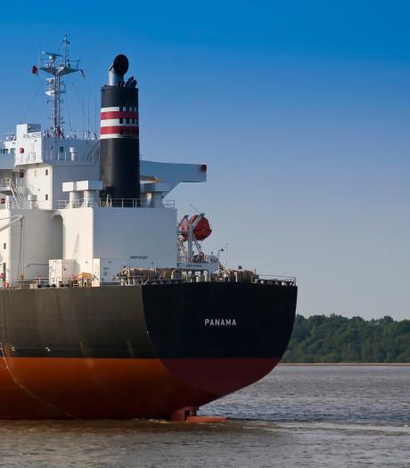Vastgelopen tanker met gevaarlijke stoffen op Elbe vlotgetrokken