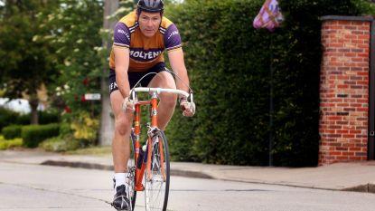 """Terwijl Eddy Merckx 75 kaarsjes uitblaast, legt lookalike Frans 75 kilometer af: """"Op mijn nagemaakte Tour-fiets en in Molteni-shirt"""""""