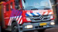 Brandweer pompt water uit defecte plezierboot