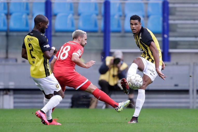 Danilho Doekhi namens Vitesse tijdens een oefenwedstrijd tegen Fortuna Düsseldorf.  Beeld SOCCRATES/BSR