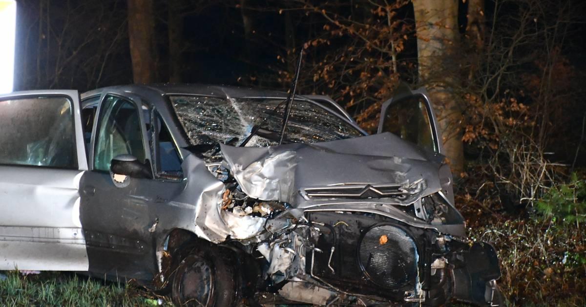 Automobilist zwaargewond bij ongeval tussen Den Ham en Ommen.