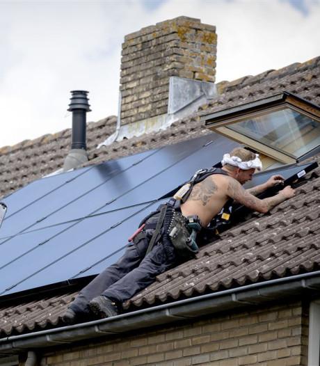 Alphense corporatie plaatst gratis zonnepanelen op huurhuis