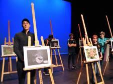 Studenten van het Da Vinci College geven voorstelling om zelfvertrouwen te trainen