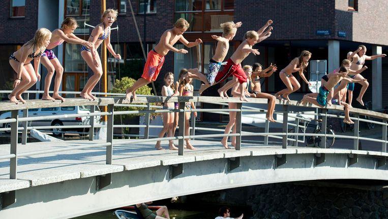Met mooi weer hoeven kinderen zich in Amsterdam niet te vervelen. Beeld anp