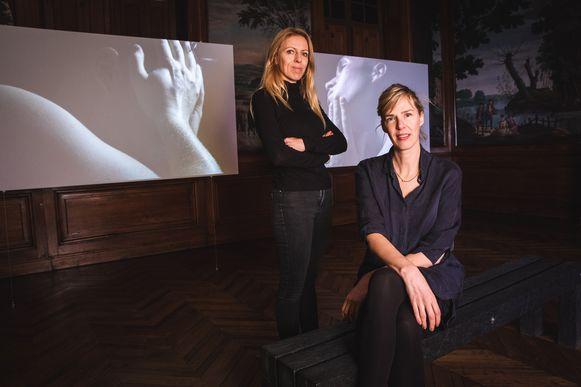 Kunstenaars Yeb Wiersma en Lieneke Hulshof verzamelden 100 welriekende en minder welriekende T-shirts.