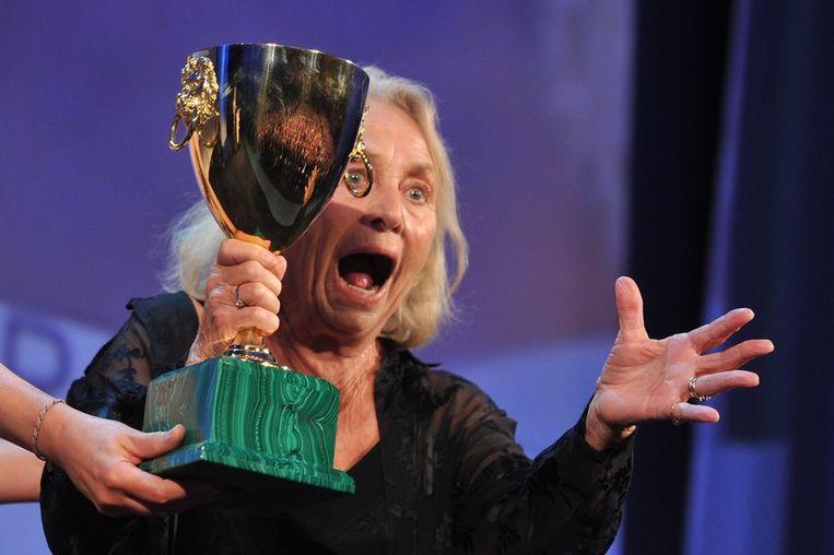 Elena Cotta ontvangt de prijs voor beste actrice. Beeld afp