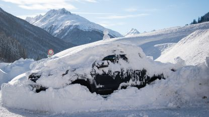 Sneeuwrecords sneuvelen in Alpen en 20.000 mensen zijn van buitenwereld afgesloten, maar er is beterschap in zicht