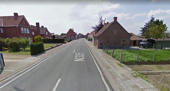 De Gentstraat in Meulebeke. Bij de heraanleg komt aan beide zijden een nieuw fietspad.