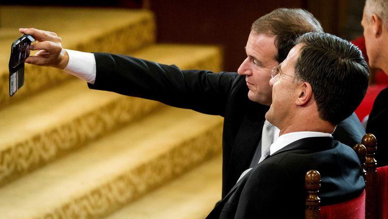 Rutte en Asscher nemen een Ridderzaalselfie. Beeld anp