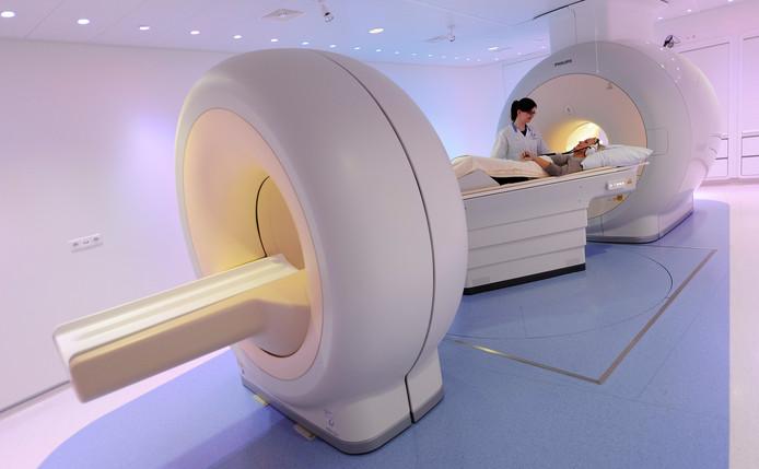 Met het PETMRI scanapparaat in het academisch ziekenhuis VUmc kan sneller worden bepaald of een bepaald medicijn wel effectief is.