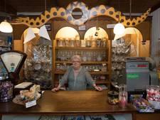 Buurman redt snoepwinkel De Toverbal in Wijhe