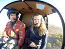 Marleen Hoftijzer in Australië met een helikopter over boerenland
