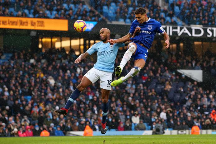 Fabian Delph in duel met Everton-spits Dominic Calvert-Lewin vorig seizoen.