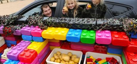 Parkeerplaats als spelletjesparcours terwijl het afhaaleten wordt klaargemaakt: Hof Poppendamme brengt plezier naar buiten