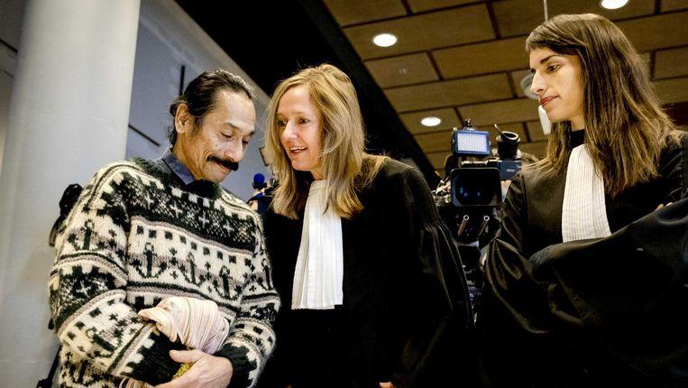 Advocate Liesbeth Zegveld (m) en Brechtje Vossenberg bij de rechtbank van Den Haag. Beeld anp