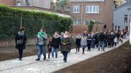 IN BEELD: Schoolkinderen plaveien weg vol 'vredesmozaïeken' in Sint-Genesius-Rode