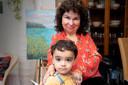 Joyce Houtzagers met kleinzoon Saéh.