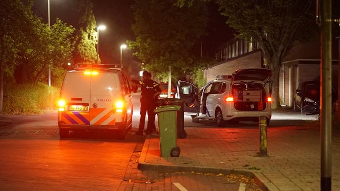 De politie rukte met meerdere auto's uit naar de Deventer woonwijk Keizerslanden.