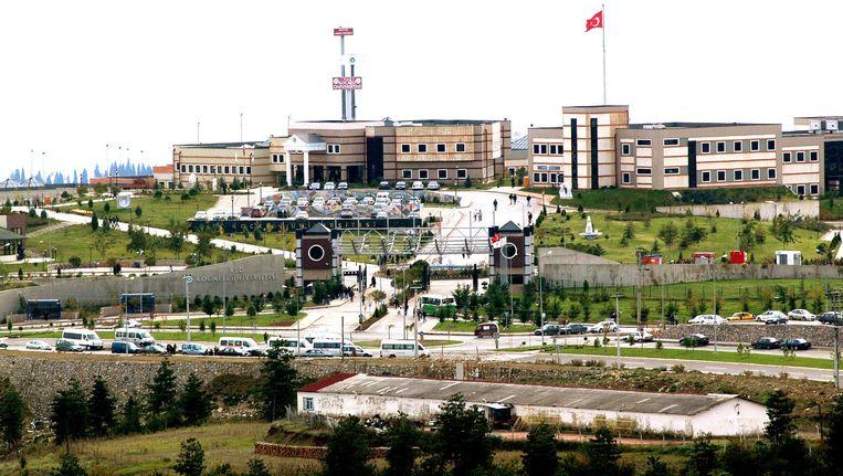 De Universiteit van Kocaeli, onder de rook van Istanbul. De docenten die een petitie tekenden waarin het staatsgeweld in het zuidoosten werd veroordeeld, zijn allemaal ontslagen. Beeld TR Beeld