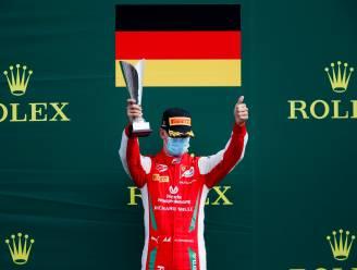 Mick Schumacher treedt met zege op Monza in voetsporen van vader Michael