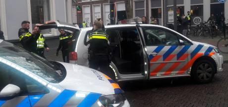 Arrestatie na knokpartij tussen jongeren en man in centrum Deventer