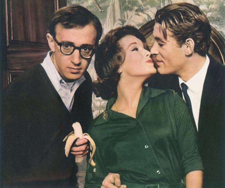 Schneider tussen Woody Allen (links) en Peter O'Toole in What's New Pussycat (1964). Beeld