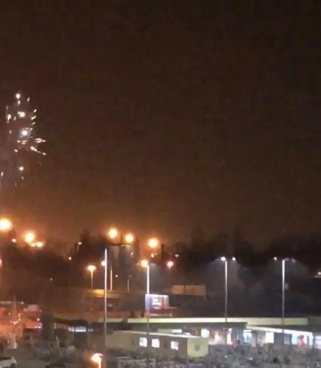 Dronken man steekt vuurwerk af aan de Dampoort