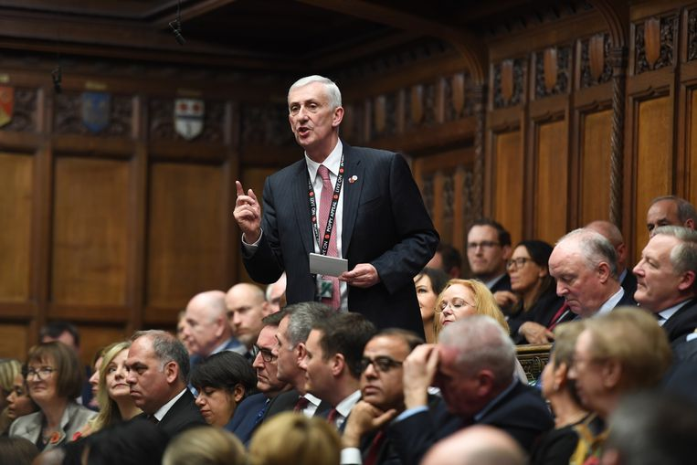 Sir Lindsay Hoyle nam het op tegen zes anderen: drie Conservatieven en drie sociaal-democraten. Beeld EPA