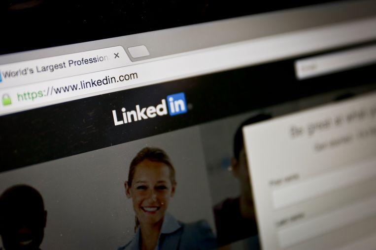 De browserplugin Lusha laat gebruikers telefoonnummers zoeken bij LinkedIn-profielen, zonder dat de eigenaars daarvan op de hoogte zijn.  Beeld ANP