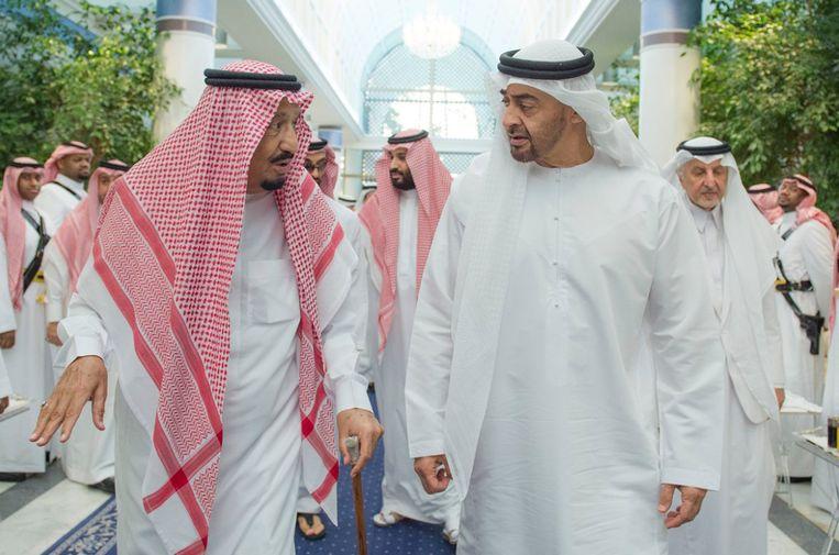 Rechts sheikh Mohammed bin Zayed Al Nahyan, de kroonprins van Abu Dhabi.