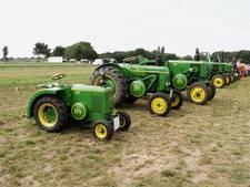 Alphen: Met de hand melken op  34-ste Boerendag