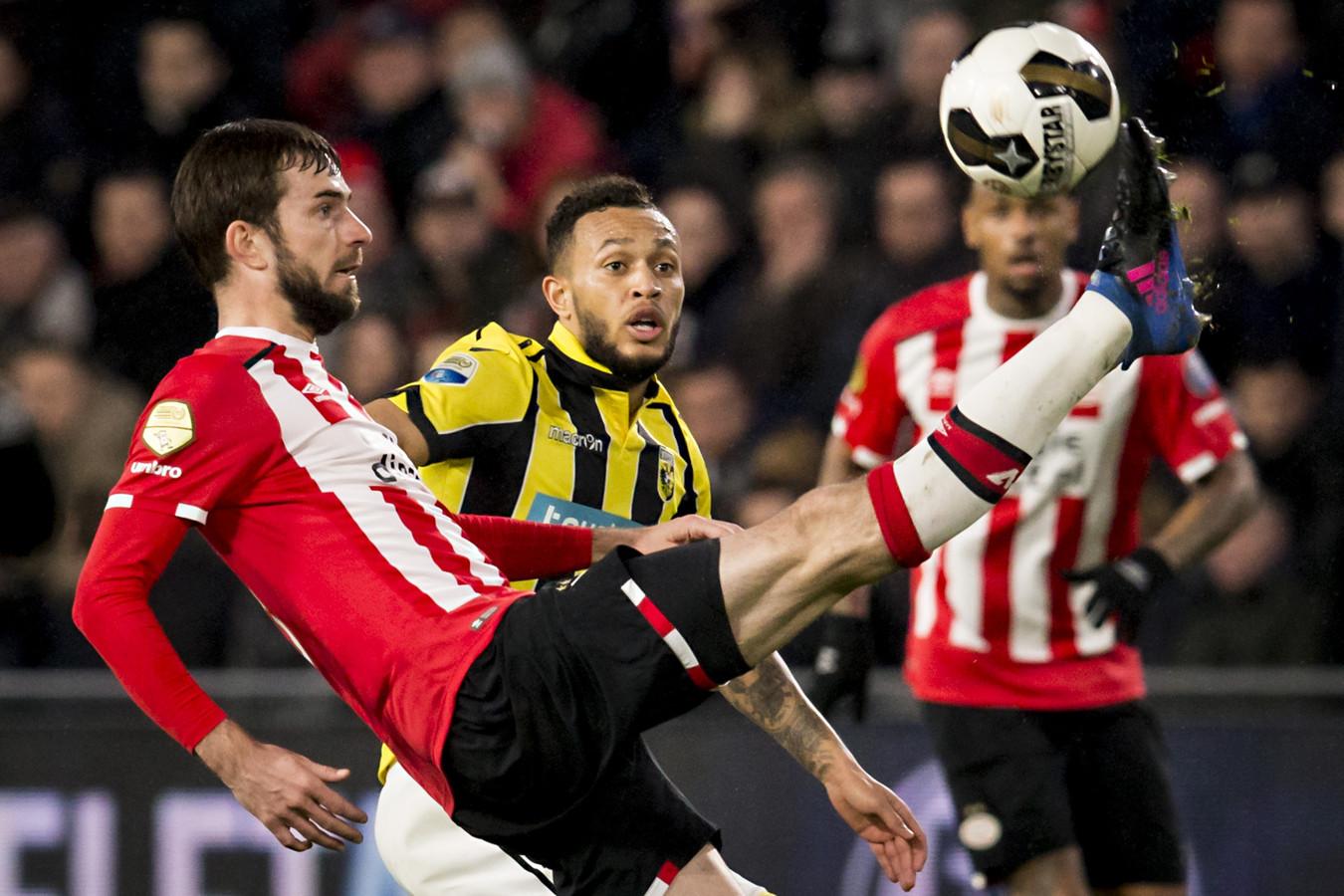 Davy Pröpper in actie bij PSV.
