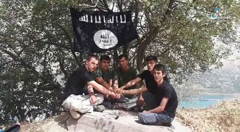 In een vrijgegeven video van IS werden deze vijf mannen naar voren gebracht als de verantwoordelijken voor de aanslag.   Beeld null