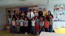 Minister Wopke Hoekstra samen met de hele groep 6 op basisschool de Boschuil in Eindhoven.
