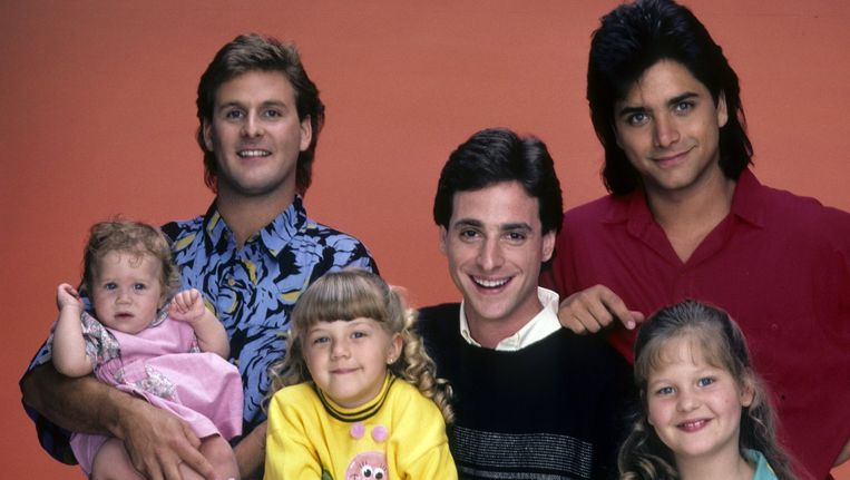 Vlnr: Joey met Michelle, Stephanie, Danny, Jesse en DJ.