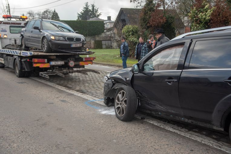 Bij een verkeersongeval op de Zuidlaan botste een BMW nadat hij achteraan werd aangereden op een tegenligger.