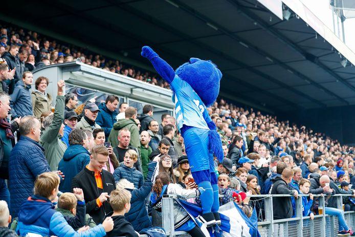PEC Zwolle-fans kunnen hun seizoenkaarten verlengen, zonder dat ze weten of ze straks wedstrijden mogen bezoek. De club legt supporters voor de gemiste duels de voorbije maanden drie keuzes voor: geen compensatie, de compensatie doneren of een daarvoor een voucher ontvangen.