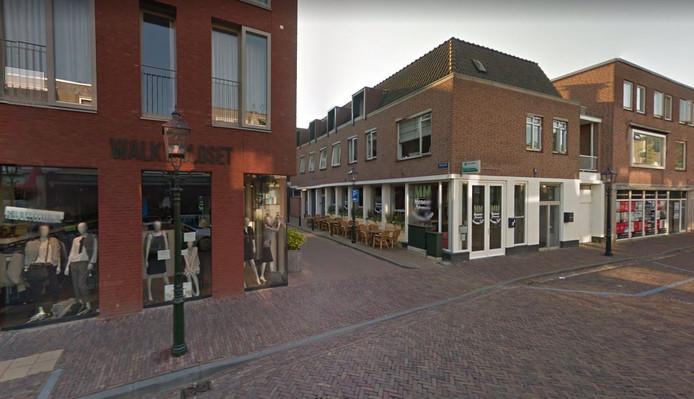 Een van de toegangswegen naar het Hofplein in Grave.